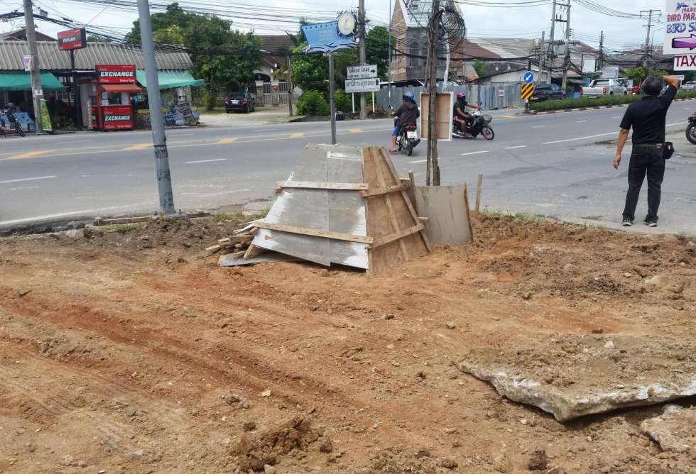 11-7-eleven-loung-pu-supa-temple-phuket-sct-construction